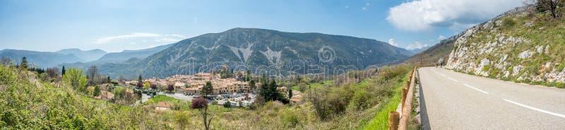 Gréolières-Dorf in Frankreich lizenzfreies stockbild