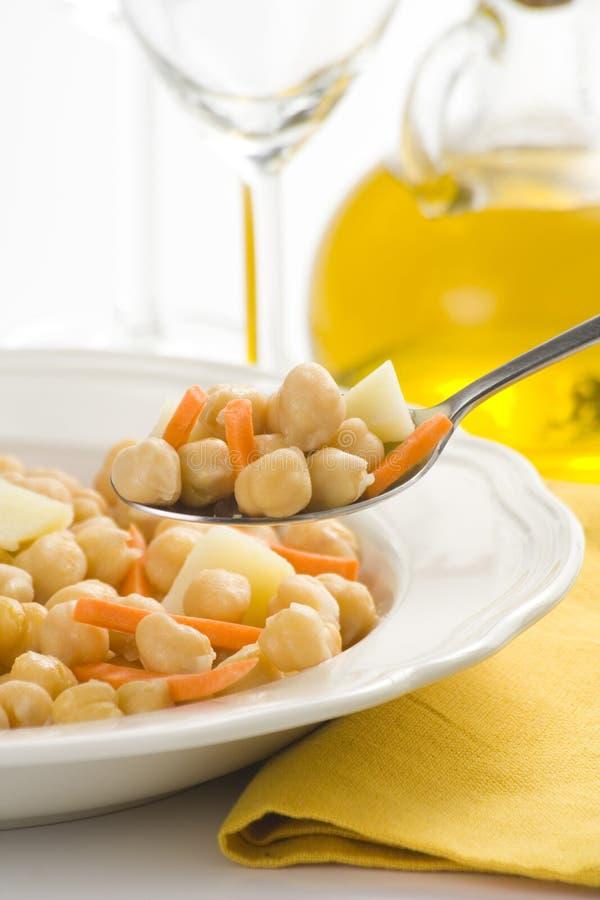 Grãos-de-bico prato caseiro da cenoura e da batata fotografia de stock