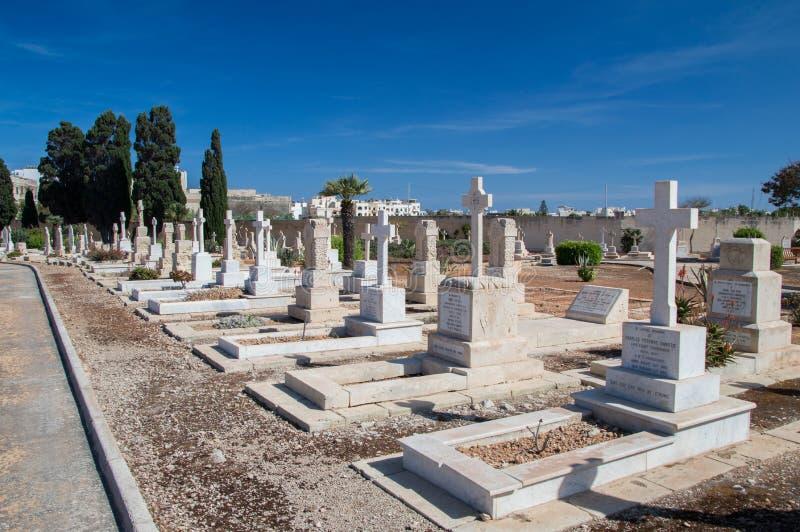 Gräber auf Marinekirchhof Kalkara lizenzfreie stockbilder