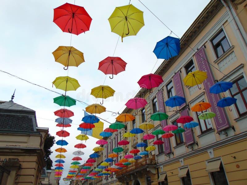 Gränd av paraplyer royaltyfria foton