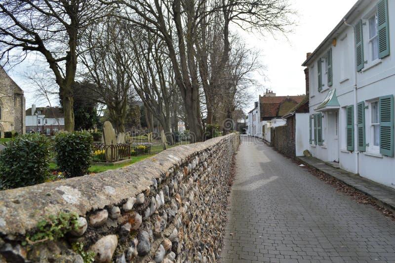 Gränd bak kyrkan på Shoreham fotografering för bildbyråer