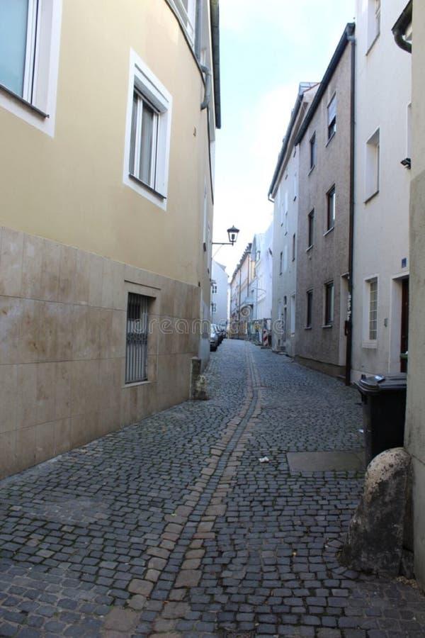 Gränd i Regensburg royaltyfri foto