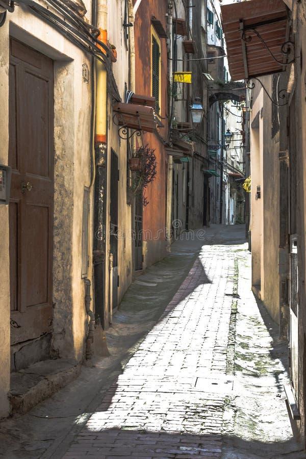 Gränd i Sanremo, Italien arkivbild