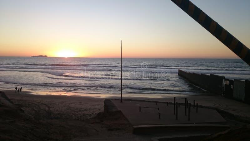 Gräns för Tijuana méxicostrand royaltyfri bild