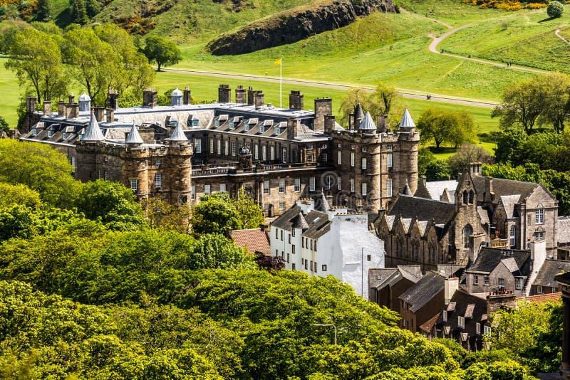 Gränsmärke av Edinburg - Holyrood slott royaltyfri bild