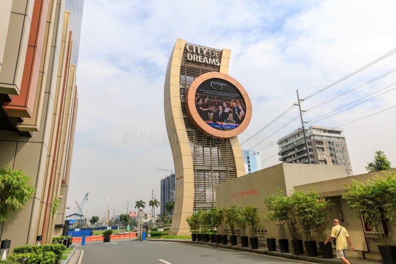 Gränsmärke av staden av Dreamshotel, kasinot och shoppingkomplexet i Manila royaltyfri fotografi