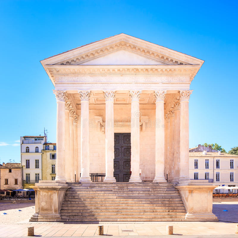 Gränsmärke för LaMaison Carree roman tempel. Nimes Frankrike. arkivbild