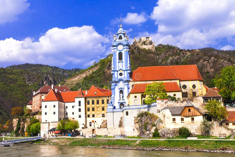 Gränsmärken av Austia, lopp över den Danaube floden - Durnstein royaltyfria foton