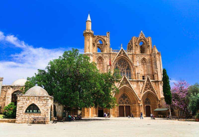 Gränsmärken av Cypern, St Nicholas Cathedral i Famagusta, turkisk del, Cypern royaltyfria bilder
