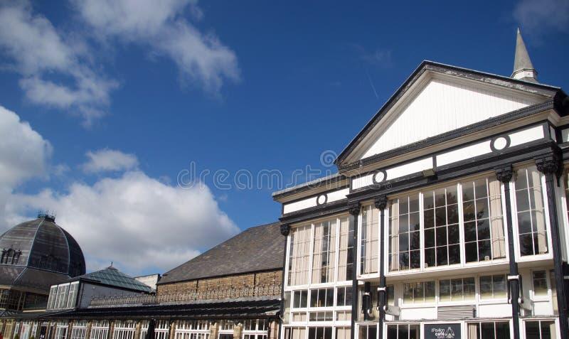 Gränsmärken av de Buxton byggnaderna arkivfoton