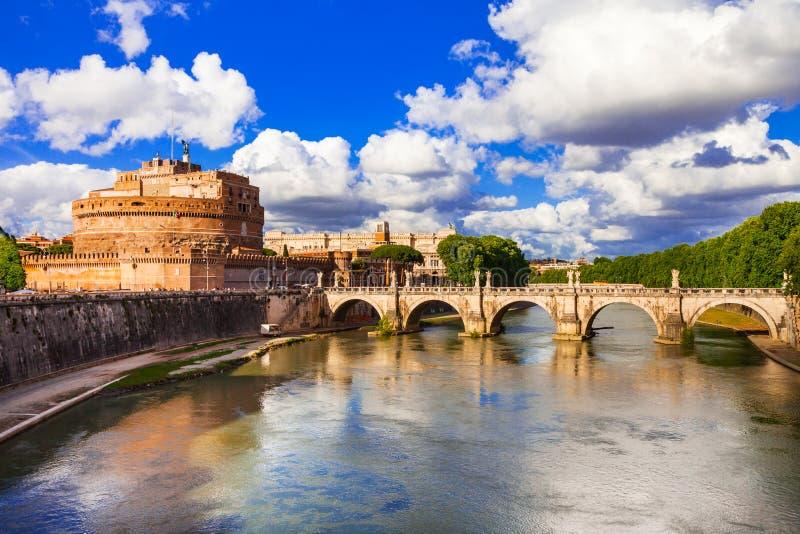 Gränsmärken av Italien - slott Sant Angelo i Rome arkivbild