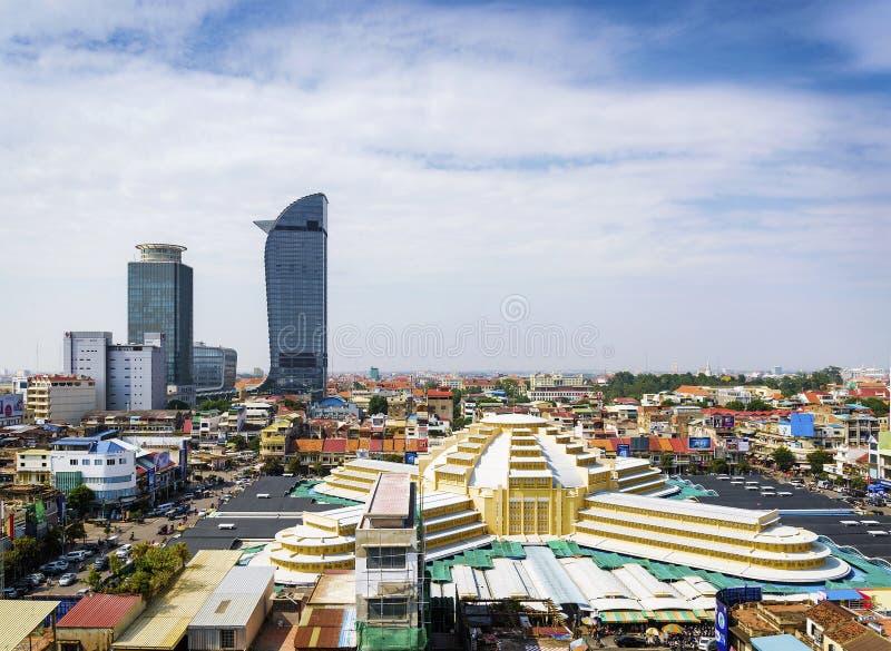 Gränsmärkesikt för central marknad i den Phnom Penh staden Kambodja arkivbild