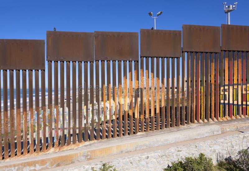 Gränsvägg i Tijuana, Mexico arkivbild