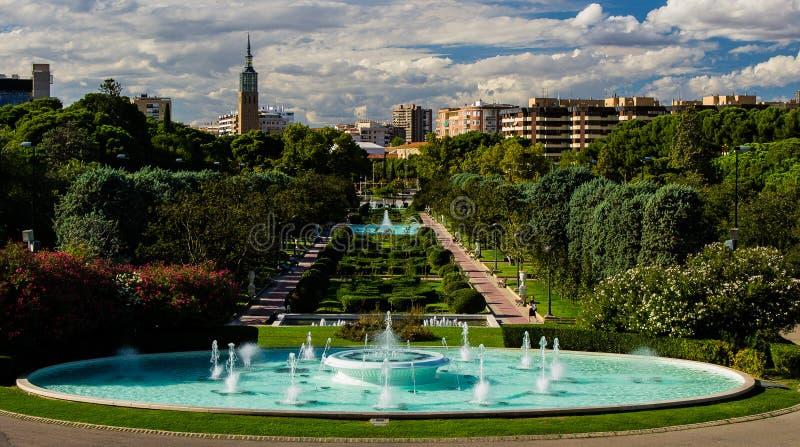 Gräsplan parkerar fotografering för bildbyråer