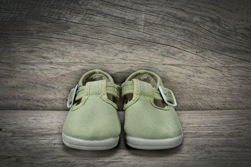 Download Gräsplan Skor För Behandla Som Ett Barn Fotografering för Bildbyråer - Bild av mode, barn: 27277681