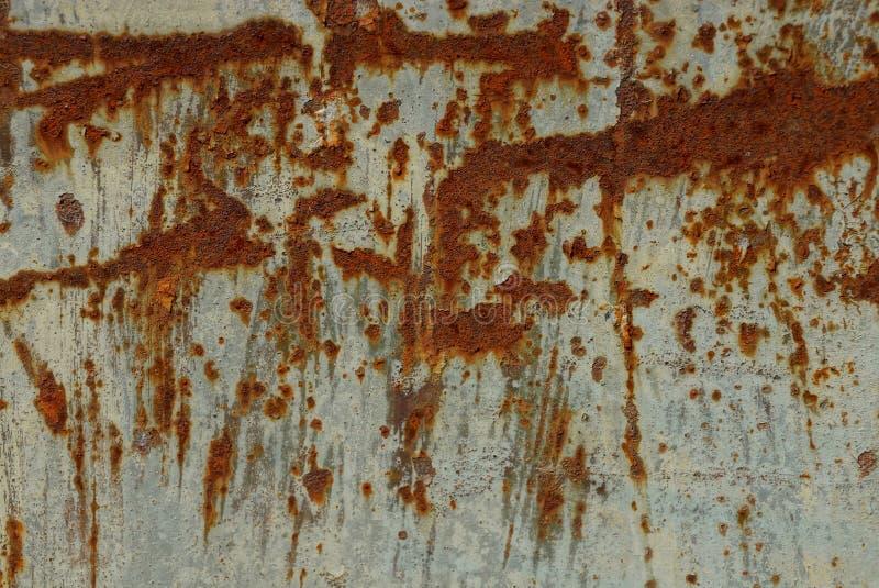 Grå brun metalltextur från den rostiga järnväggen royaltyfria foton