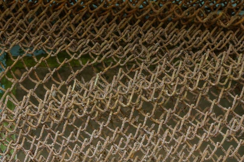 Grå brun metalltextur från ett gammalt rostigt ingrepp royaltyfri foto