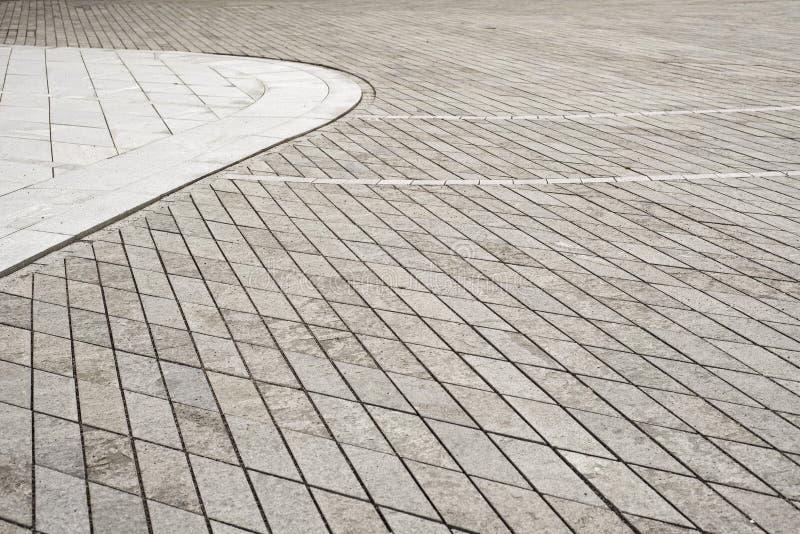 Grå färger belagd med tegel golvbakgrund gammal fyrkantig town royaltyfria foton