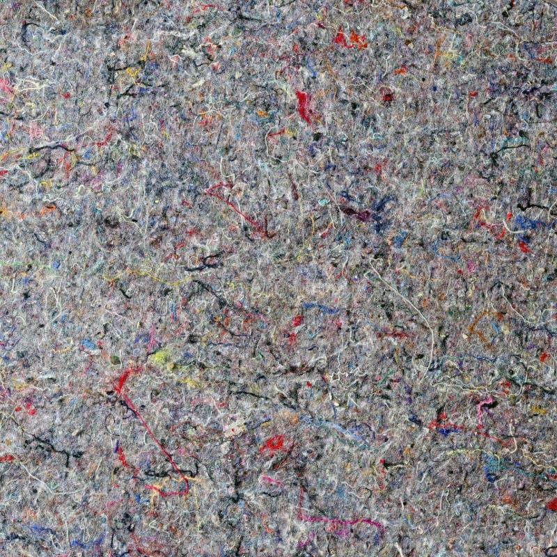 Grå filt med färgrika bomullstrådar arkivfoto