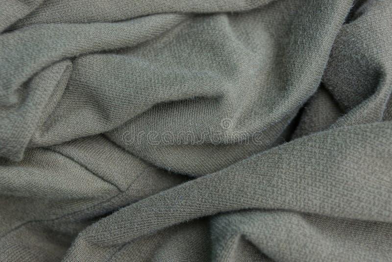 Grå grön tygtextur från skrynkligt stycke av kläder arkivbilder
