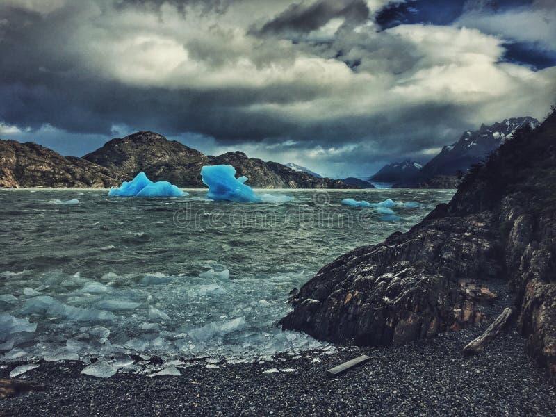 grå lago royaltyfri bild
