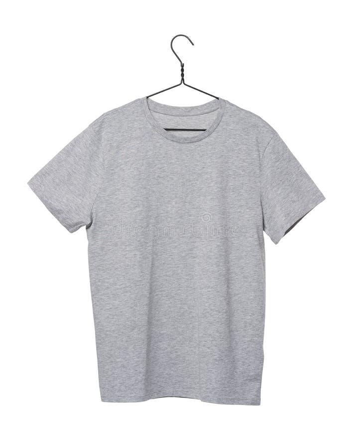 Grå t-skjorta på klädhängaren isolerat royaltyfri fotografi