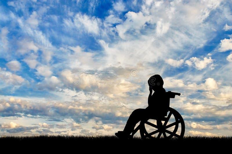 Gråt för rörelsehindrat barn i rullstol royaltyfri bild
