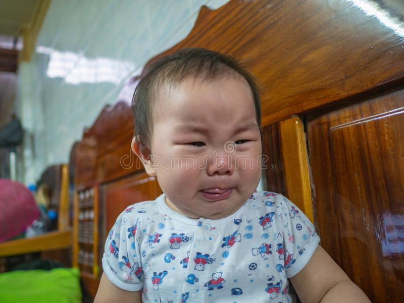Gråta för Cutie asiatiskt spädbarn arkivbild