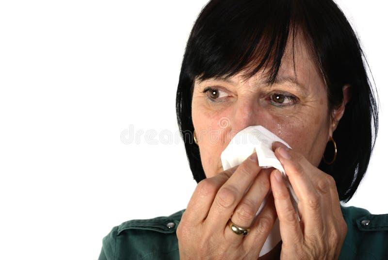 gråta pensionerad kvinna arkivbild