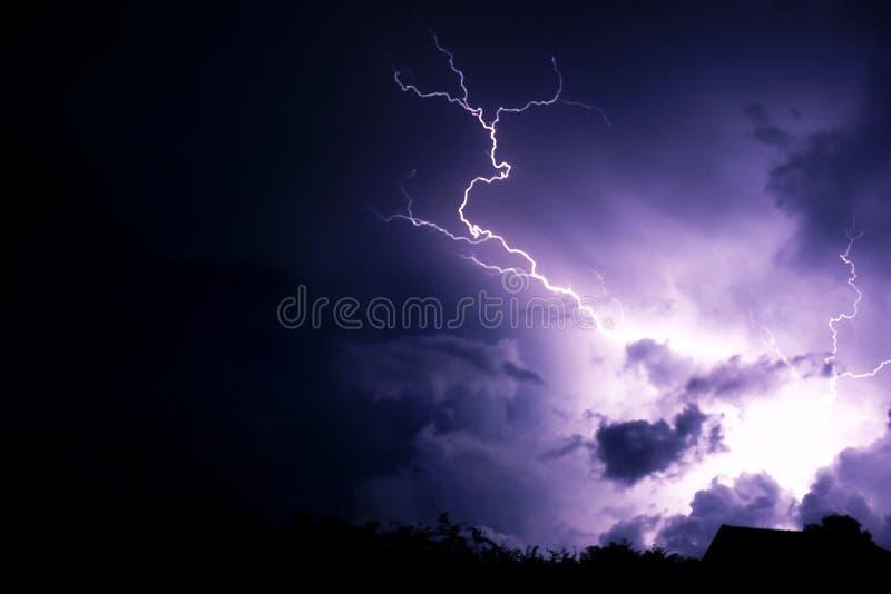 Grève surprise avec des nuages images stock
