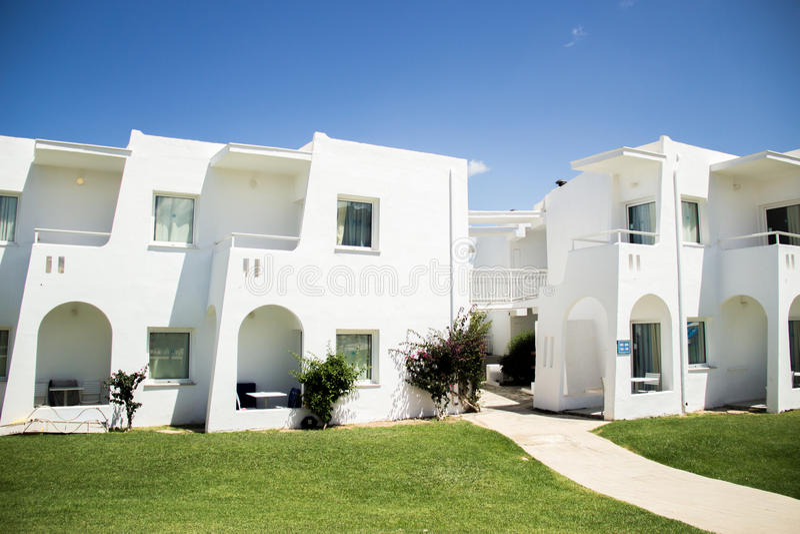 Grécia, ilha da Creta, bungalows brancos, hotel foto de stock royalty free