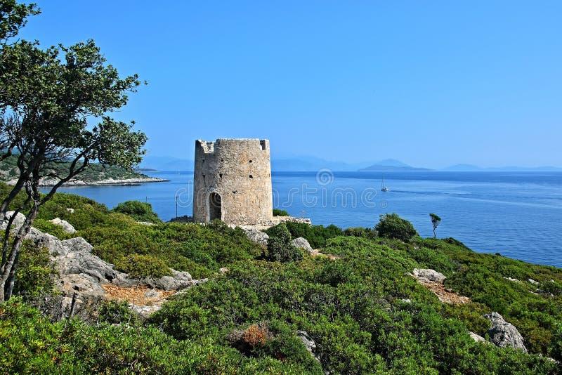 Grécia, a ilha de Ithaki - moinho de vento velho em Kioni imagem de stock royalty free
