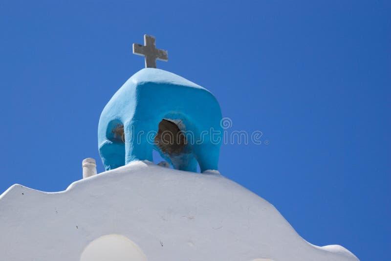 Grécia a ilha pequena de AntiParos Uma torre de sino da igreja foto de stock royalty free