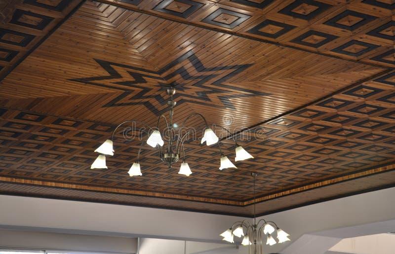 Grécia, o 28 de agosto: Teto interior de Theoxenia do restaurante do pagamento de Kalambaka em Grécia fotos de stock