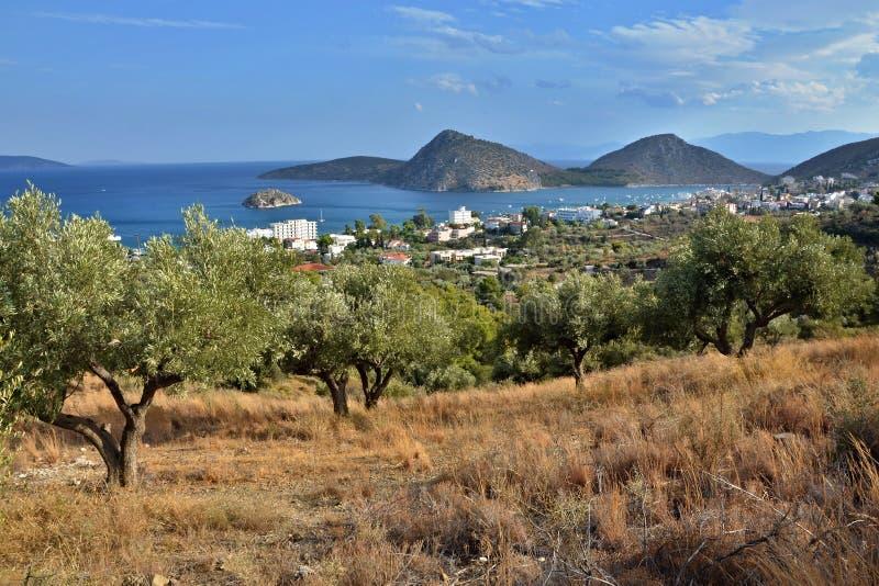Grécia, Tolo-vista da cidade Tolo e ilha Koronisi foto de stock royalty free