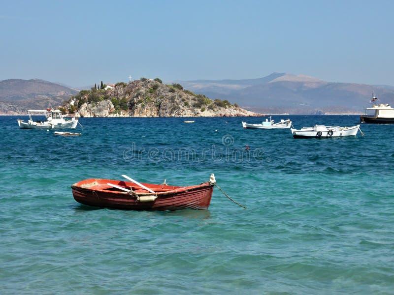 Grécia, Tolo-vista da ilha Koronisi fotos de stock