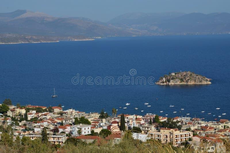 Grécia, Tolo-vista da ilha Koronisi imagens de stock