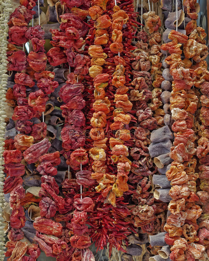 Grécia, vegetais secados no mercado central fotos de stock royalty free