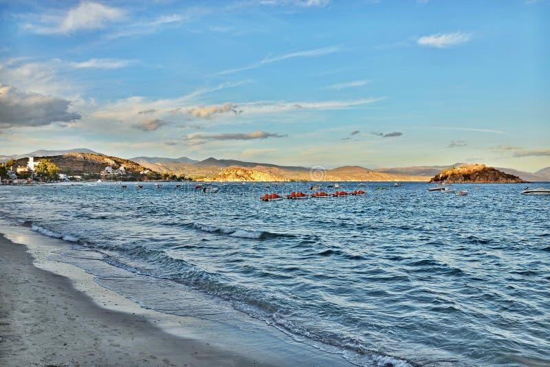 Grécia-vistas da ilha Koronisi no por do sol imagem de stock royalty free