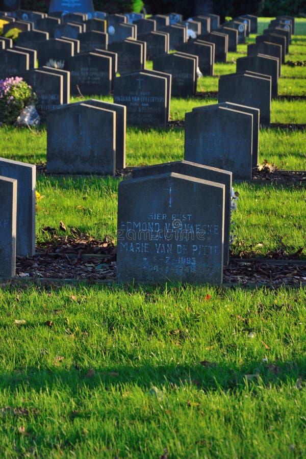 Grób w cmentarzu obrazy stock