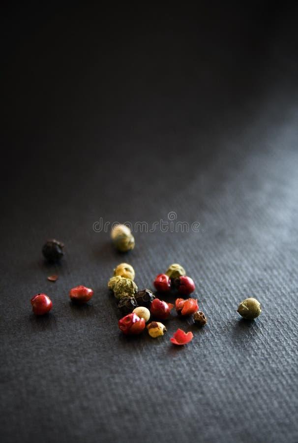 Grões da especiaria do milho de pimenta imagens de stock