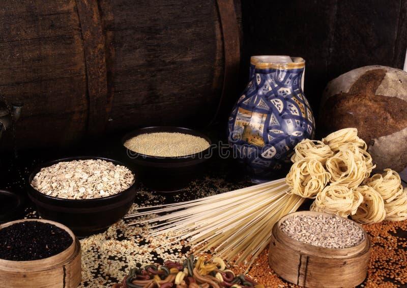 Grões e cereais imagem de stock royalty free