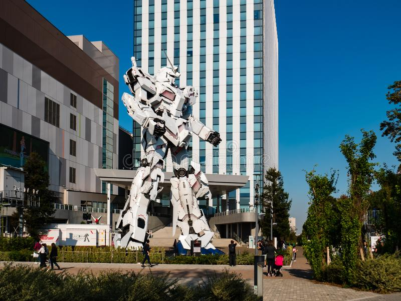 Größengleich von RX-0 Unicorn Gundam am Taucher City Tokyo Plaza in Od stockbilder