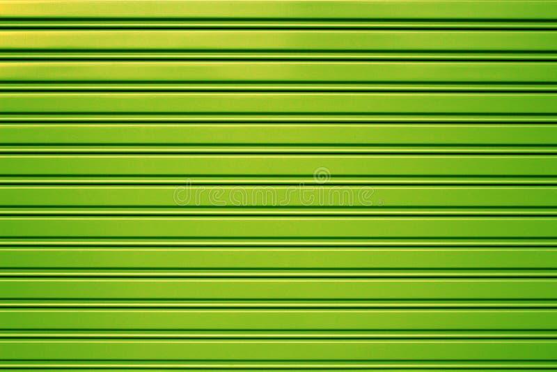 Grön bakgrund för dörr för metallsäkerhetsrulle arkivfoton