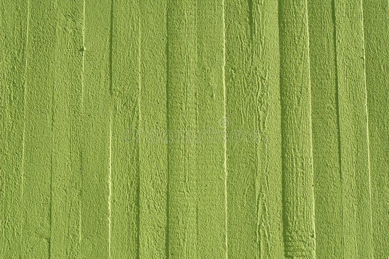 Grön betongvägg med trästrukturen royaltyfria bilder