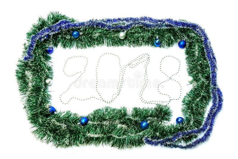 Grön blåttram med bollar för nytt år och jul fotografering för bildbyråer