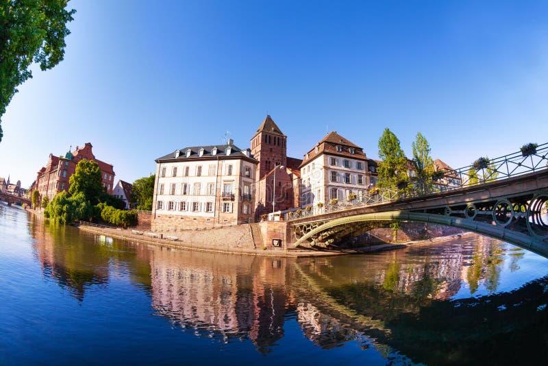 Grön bro över dåligt floden i Strasbourg royaltyfri bild