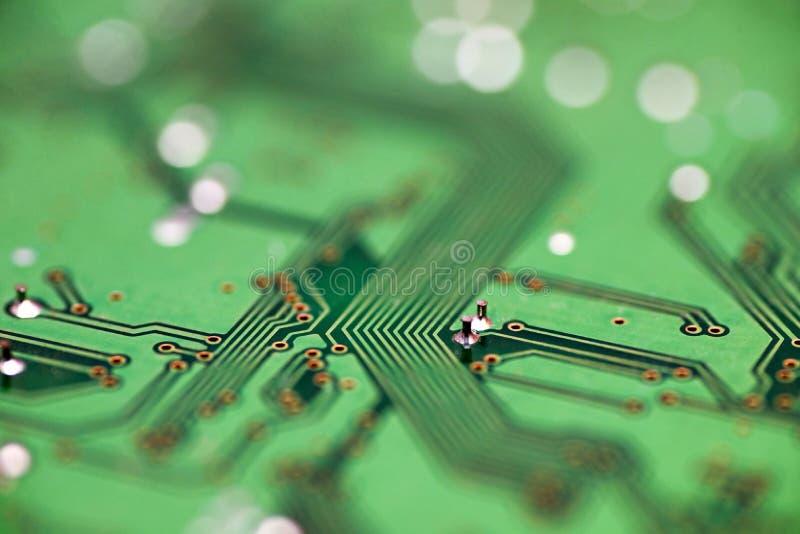 Grön closeup för strömkretsbräde, abstrakt tekniskt avancerad bakgrund Maskinvaruteknologi för elektronisk dator Inbyggd kommunik royaltyfri foto