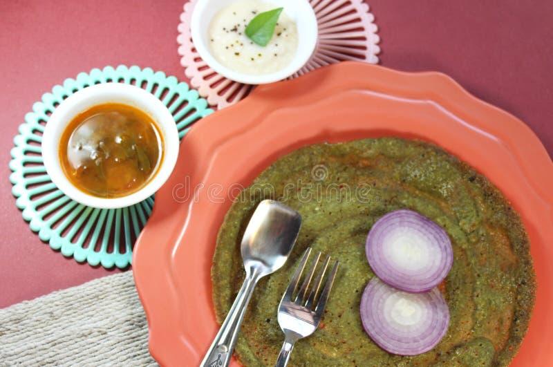 Grön dosa för currysidor arkivbilder