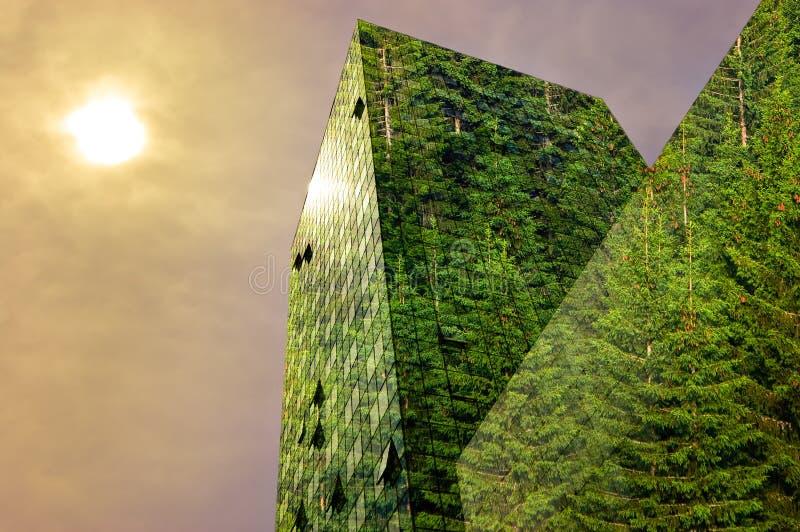 Grön energi i staden: grön modern byggnad royaltyfri fotografi